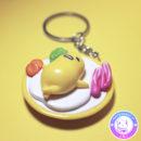 maria kawaii store – accesorio kawaii llavero gudetama en plato con verduras 2