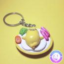 maria kawaii store – accesorio kawaii llavero gudetama en plato con verduras 3