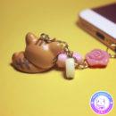 maria kawaii store – accesorio kawaii plug dust guarda polvo rilakkuma neko acostado 2